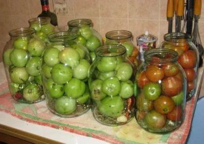 как солить зеленые помидоры на зиму в банках