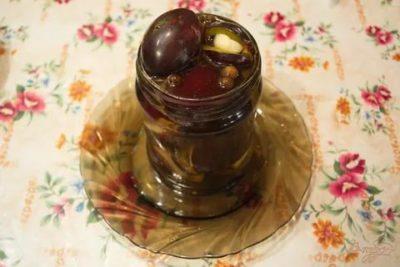 маринованная слива с корицей