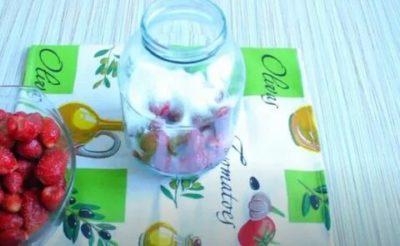 компот из клубники и смородины на зиму