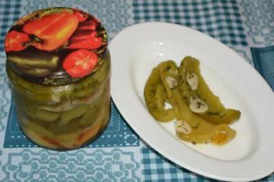 маринованный перец с петрушкой и чесноком