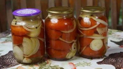помидоры соленые с луком на зиму